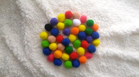 pom-poms-circle